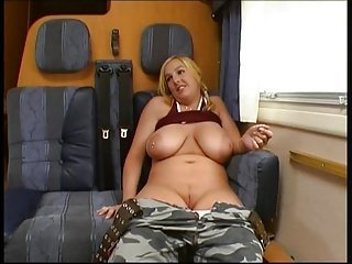 Chubby titty comme