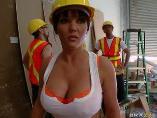 Foreman Claire Dames Screwing A Groundwork Worker\'s Heavy Dick